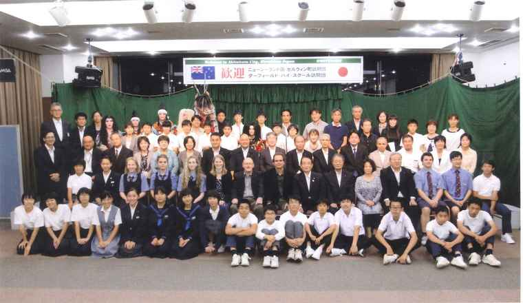 Sister Cities trip groups pose for a picture together